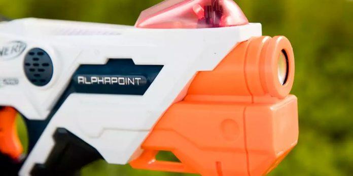 L'ultimo fucile Nerf di Hasbro aggiunte il supporto per smartphone