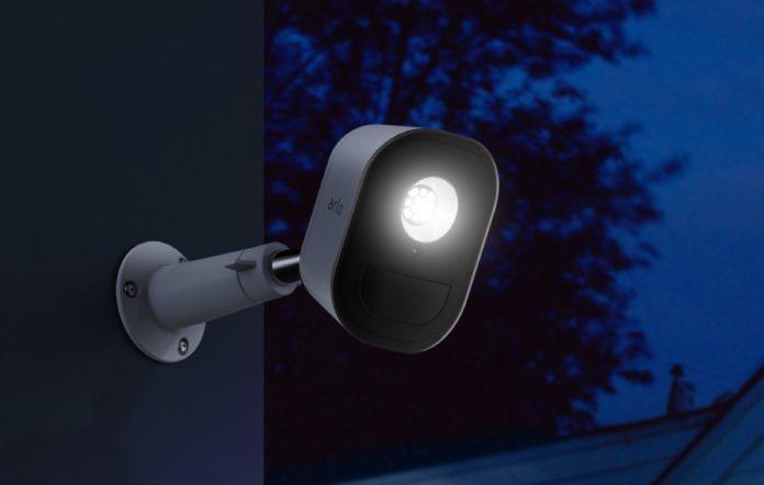 Arlo Security Light, a IFA 2018 la luce di Netgear potenzia la videosorveglianza