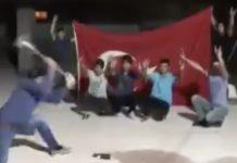 I fedeli di Erdogan distruggono iPhone a mazzate con finale a sorpresa