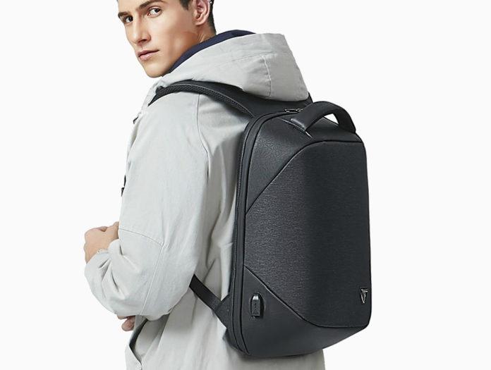 Artic Hunter i-Omni: lo zaino smart impermeabile, anti-borseggio con interfaccia USB