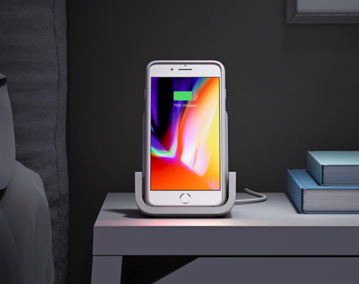 Con Logitech Powered disegnato con Apple sostegno e ricarica wireless con stile