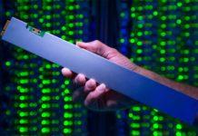 Il righello di Intel è un concentrato di SSD con capacità da 32 terabyte