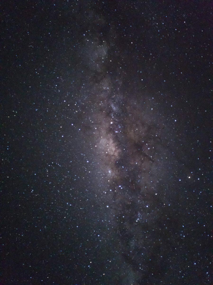 Fotografo scatta una foto della Via Lattea con un Huawei P20 Pro
