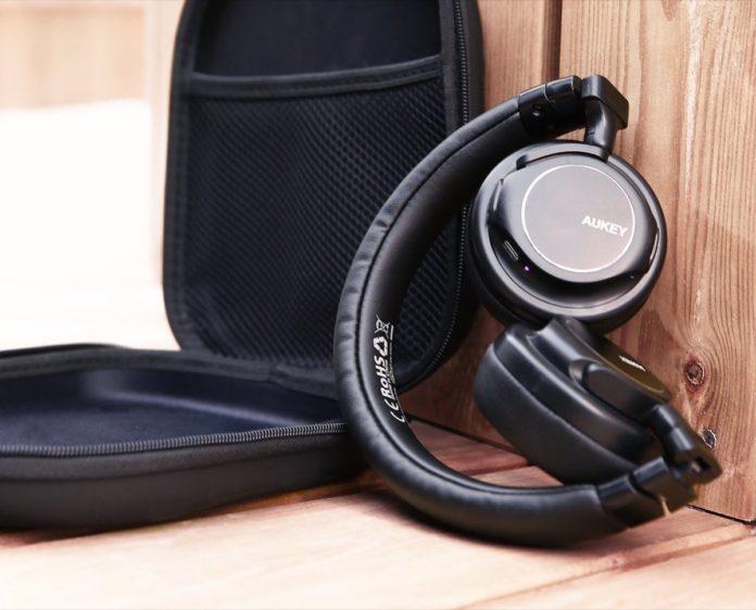 Cuffie over-ear da viaggio, due modalità di utilizzo: sconto a 19,99 euro