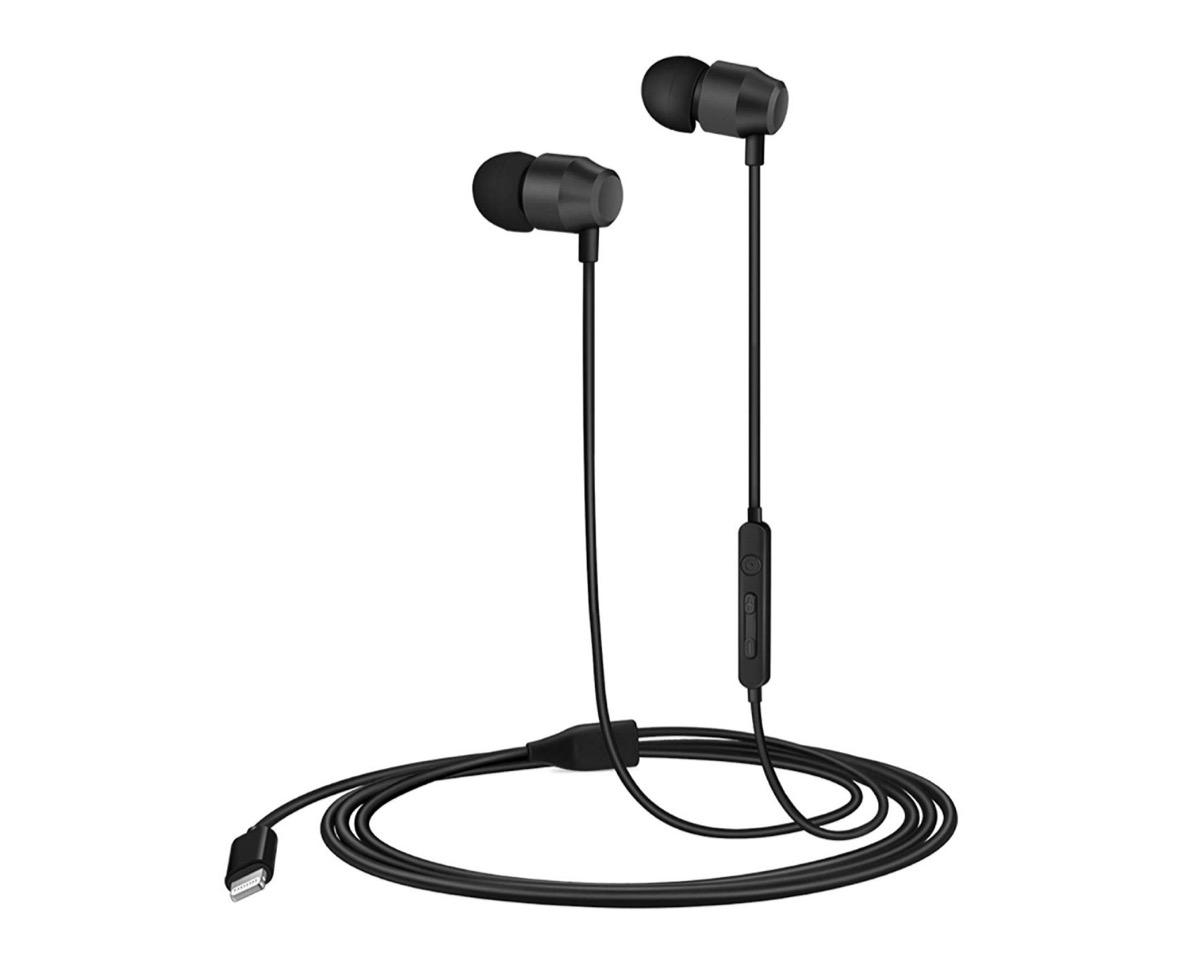 Cuffie in-ear con connettore Lightning e sistema magnetico: 21,24 euro