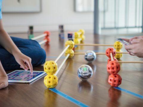 Facebook regala robot Sphero alle scuole americane per la promozione del Coding