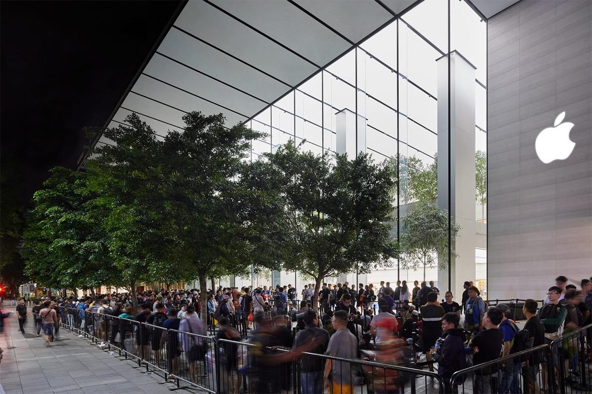 Ecco i volti dei primi acquirenti di iPhone XS e Apple Watch 4