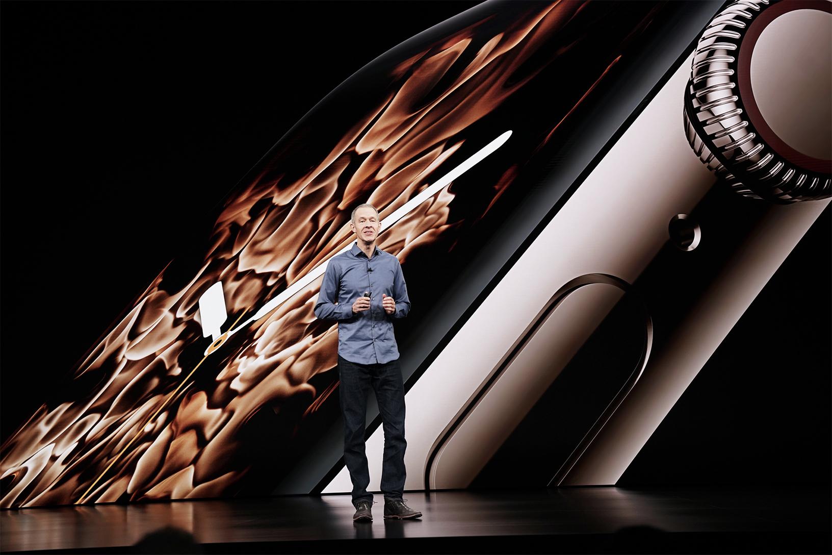 Jeff Williams durante la presentazione Apple Watch Series 4 ha parlato delle nuove funzioni di monitoraggio cardiaco e rilevamento cadute.