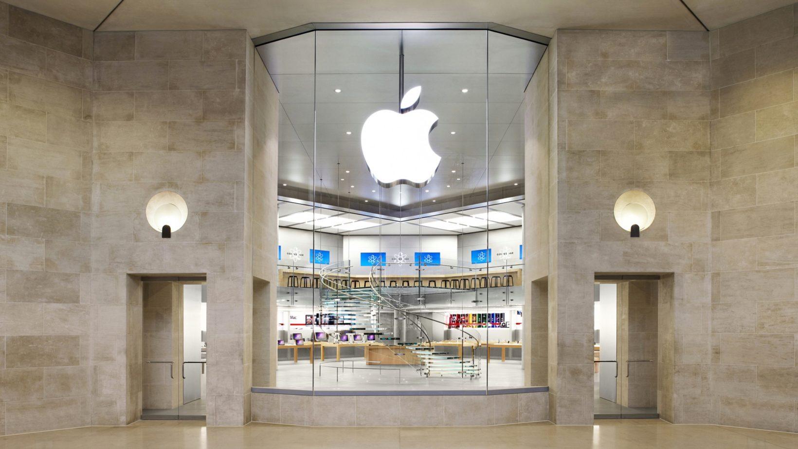 Apre il negozio Apple sugli Champs-Élysées, chiude quelo del Louvre