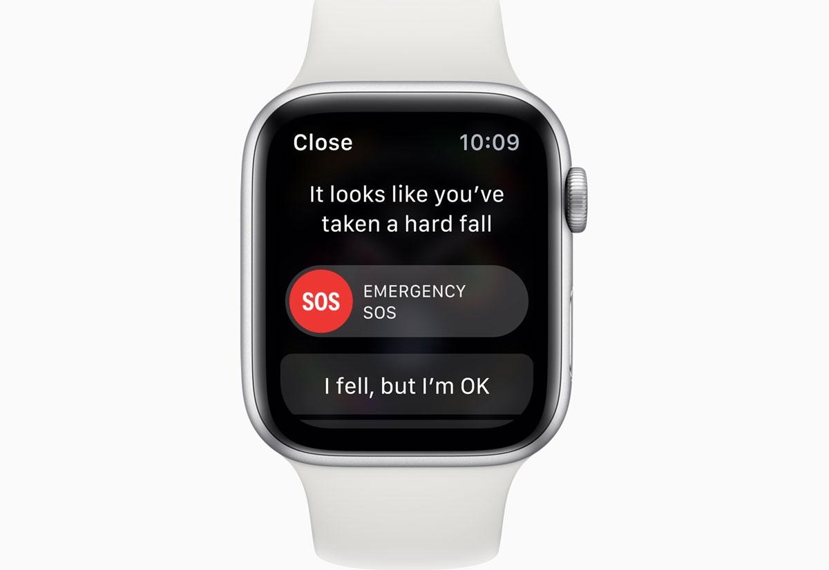 Apple Watch Series 4 riesce a rilevare pericolose cadute e, se necessario, inoltra una chiamata ai servizi di emergenza.