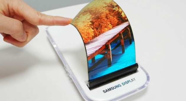 Samsung, a novembre dettagli sullo smartphone pieghevole