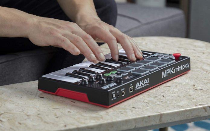 Akai MPK Mini Play, la tastiera per creare musica ovunque