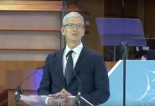 Tim Cook difende privacy e dati personali, il video del discorso di Bruxelles