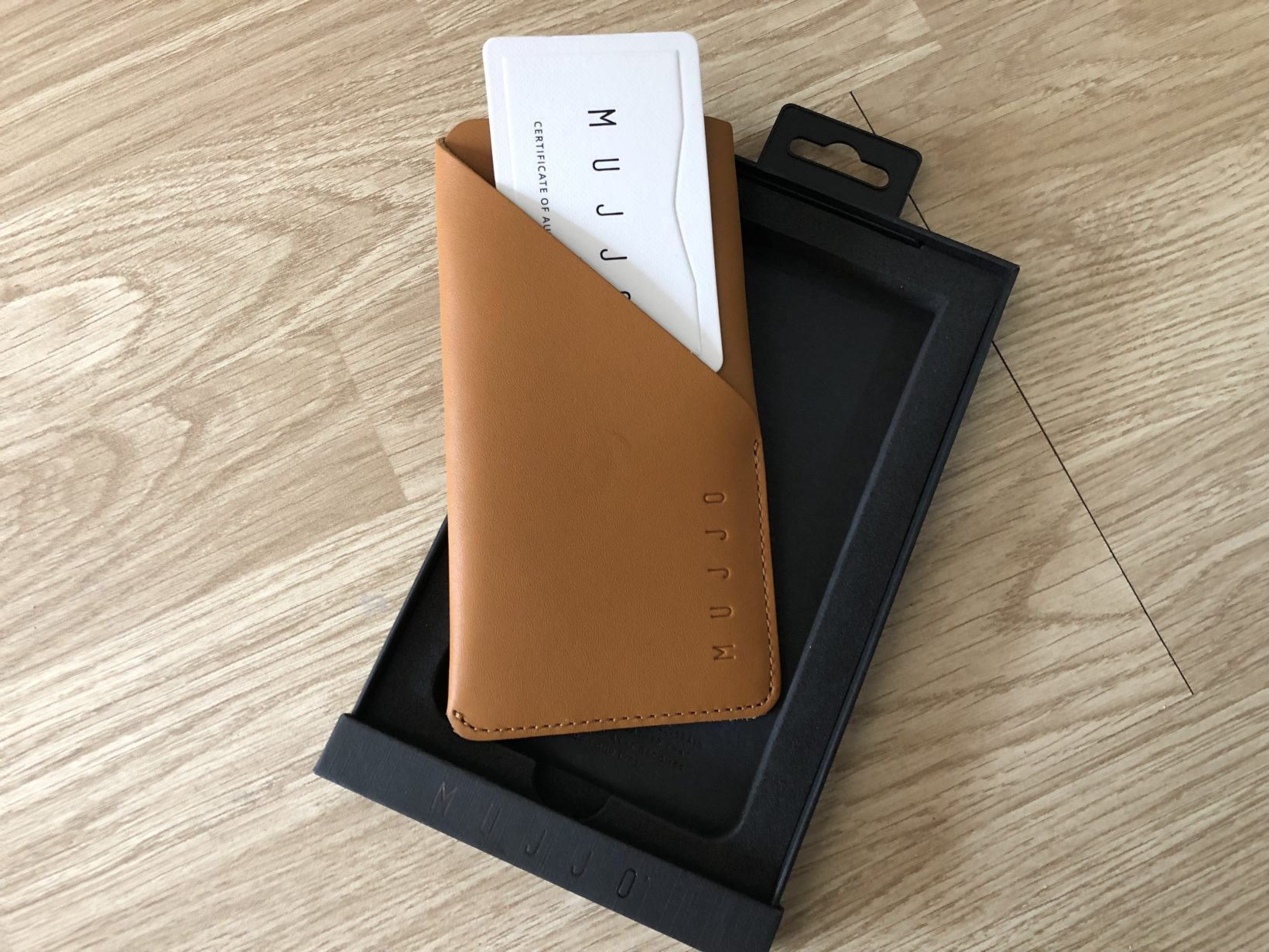 Recensione Leather Wallet Sleeve for iPhone XS, l'eleganza in mano