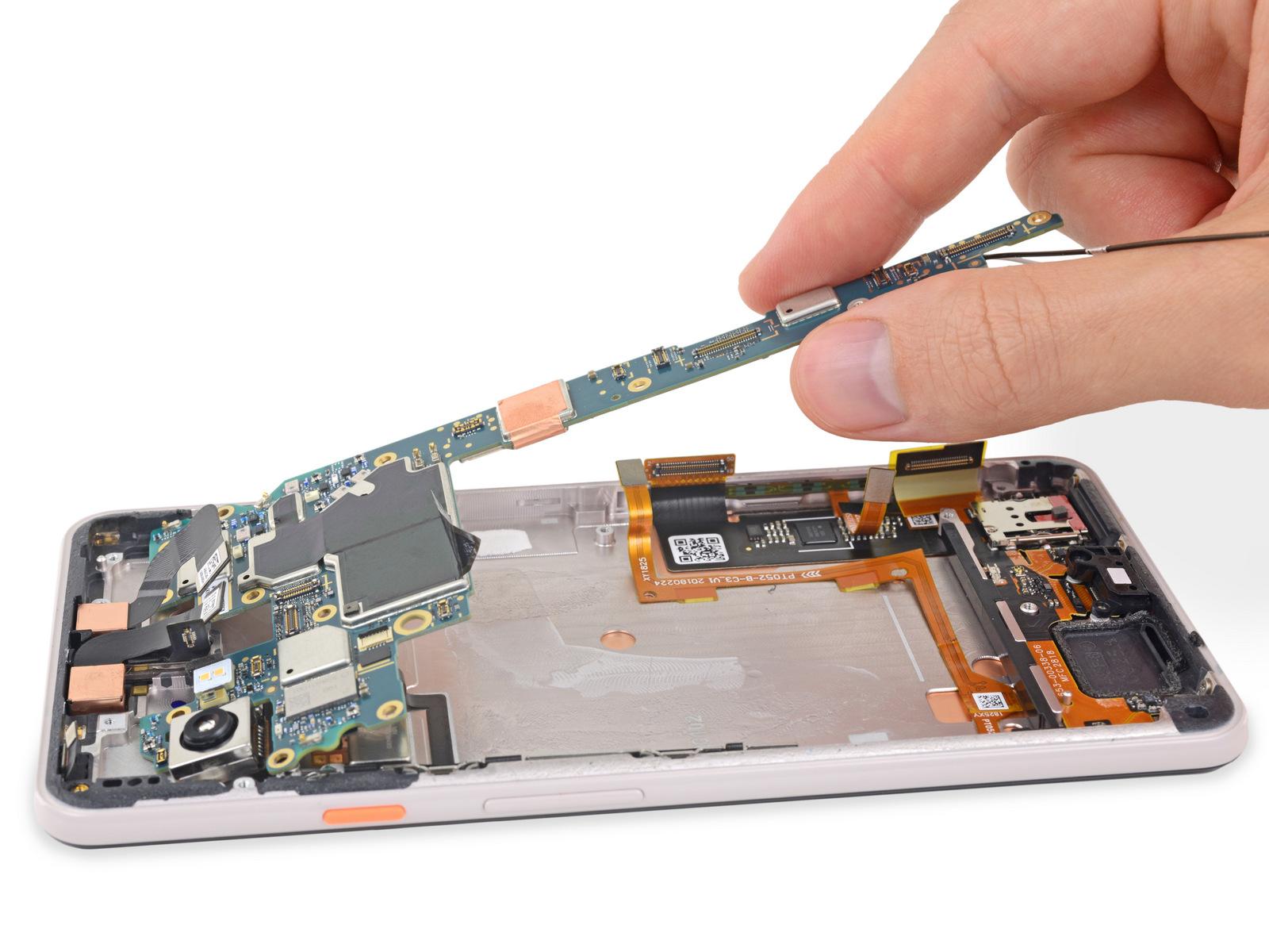Lo smontaggio del Google Pixel 3 XL