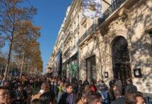 Inaugurato Apple Store Champs-Élysées a Parigi, le foto dei visitatori