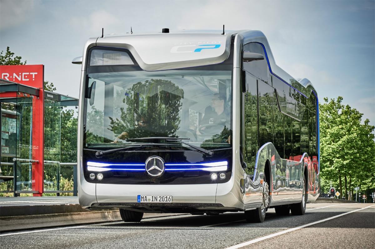Regno Unito, autobus e taxi a guida autonoma entro il 2021