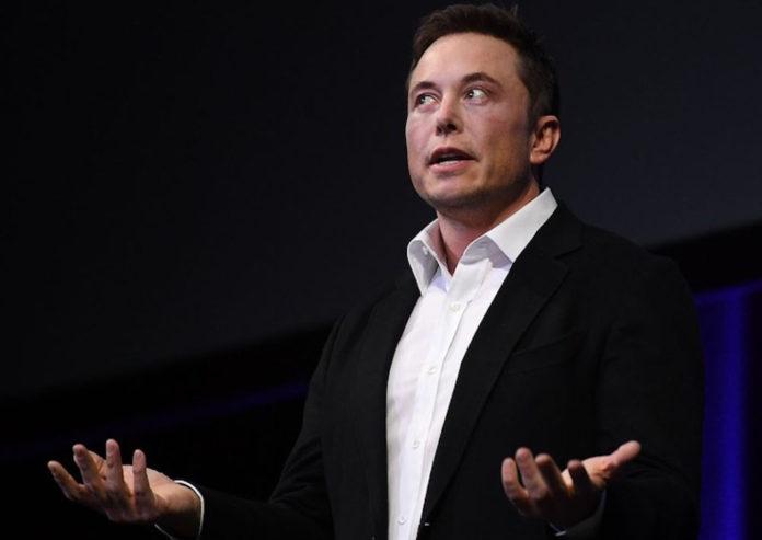 """Per Elon Musk """"Apple non fa più prodotti capaci di stupire"""""""