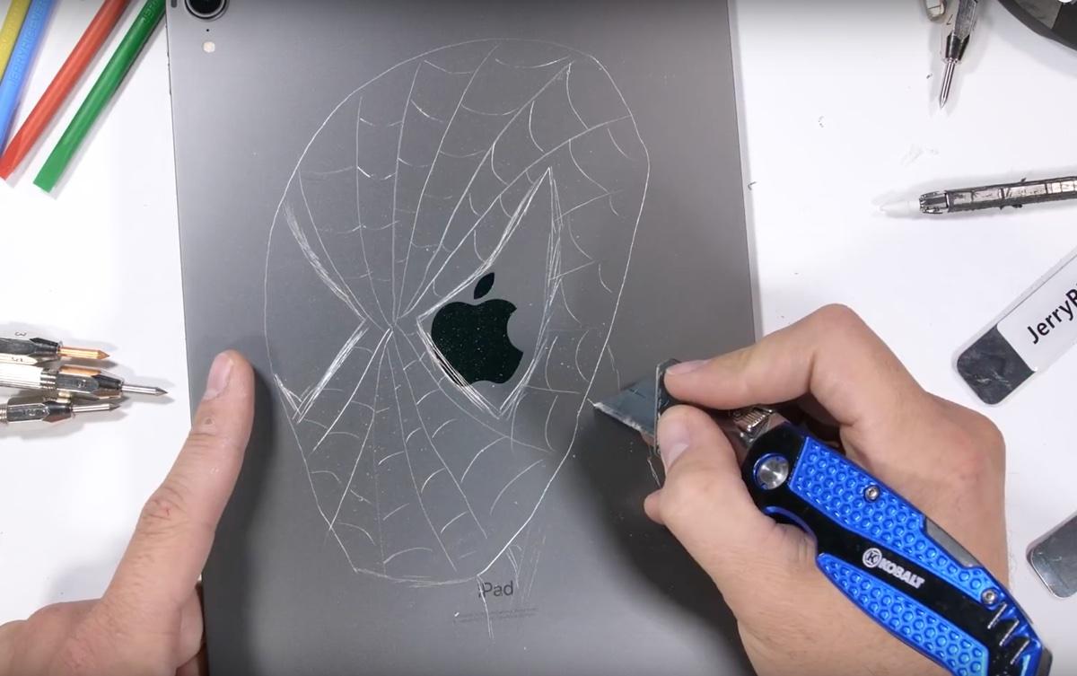 iPad Pro piegato in due, torturato e distrutto, ma non è bendgate