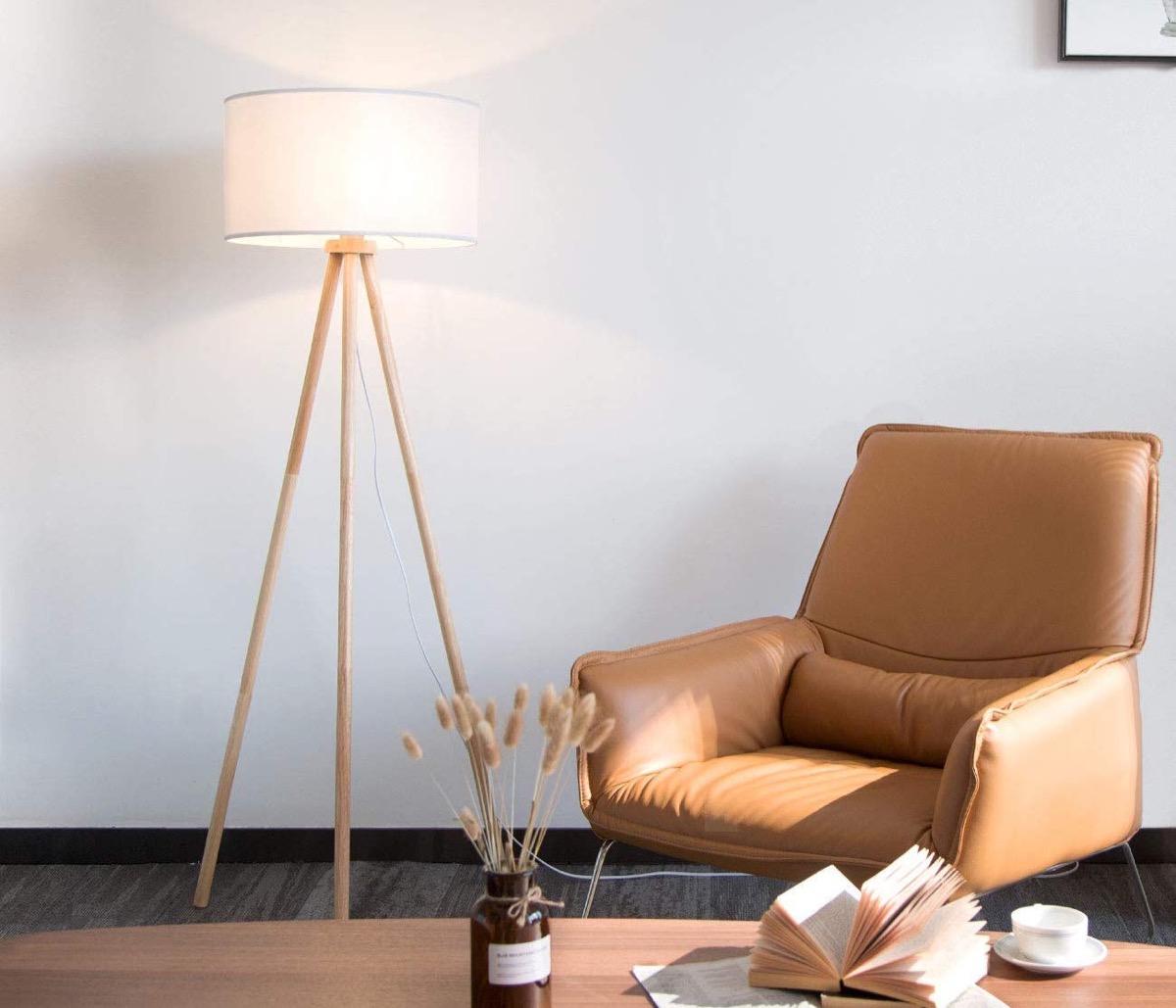 Lampade da comodino e pavimento con struttura in legno: sconti da 34,39 euro