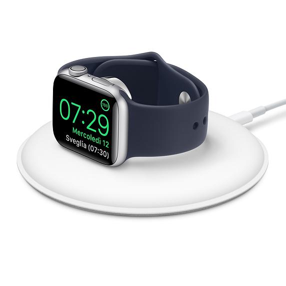Apple aggiorna il dock magnetico per la ricarica di Apple Watch, ma non in Italia
