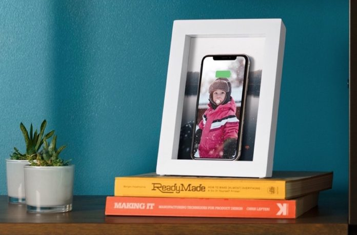 PowerPic, la cornice di Twelve South che ricarica iPhone senza fili