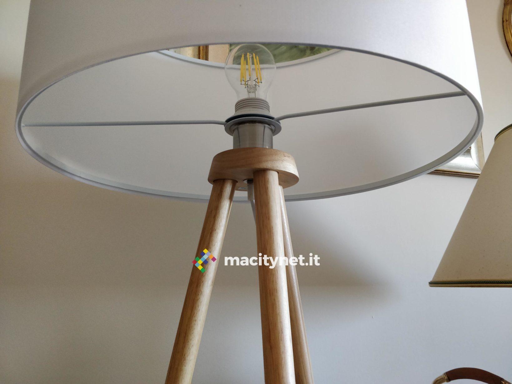 Recensione lampada da pavimento in legno Tomons, illuminare con stile