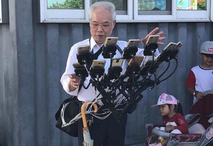 Un uomo taiwanese va in giro con 11 telefoni per giocare con Pokémon GO