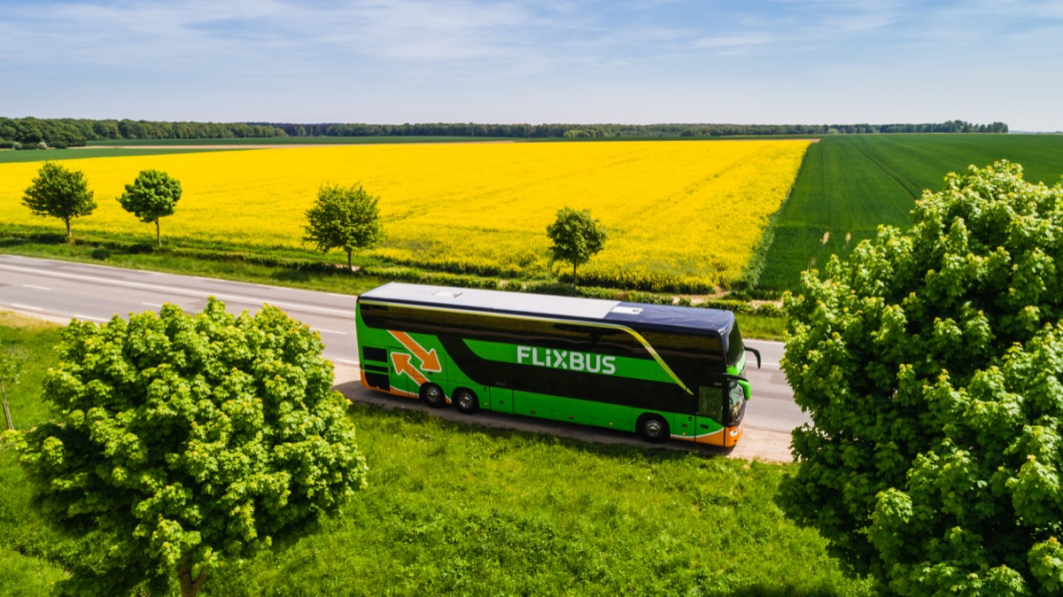 Da oggi i viaggi con FlixBus si pagano con Apple Pay