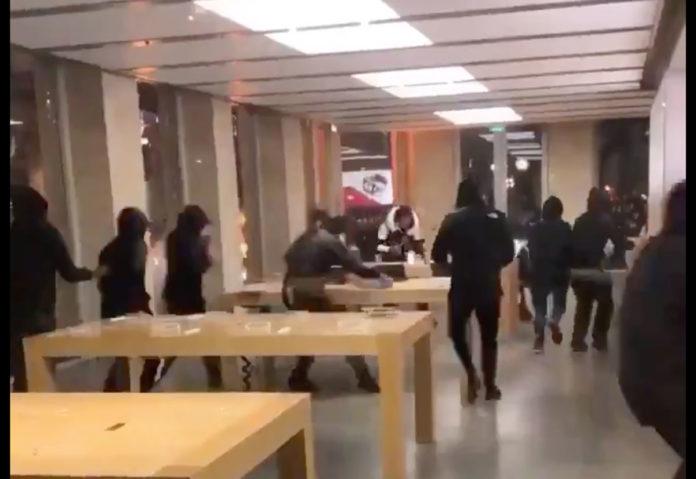 L'Apple Store di Bordeaux saccheggiato durante la protesta dei gilet gialli