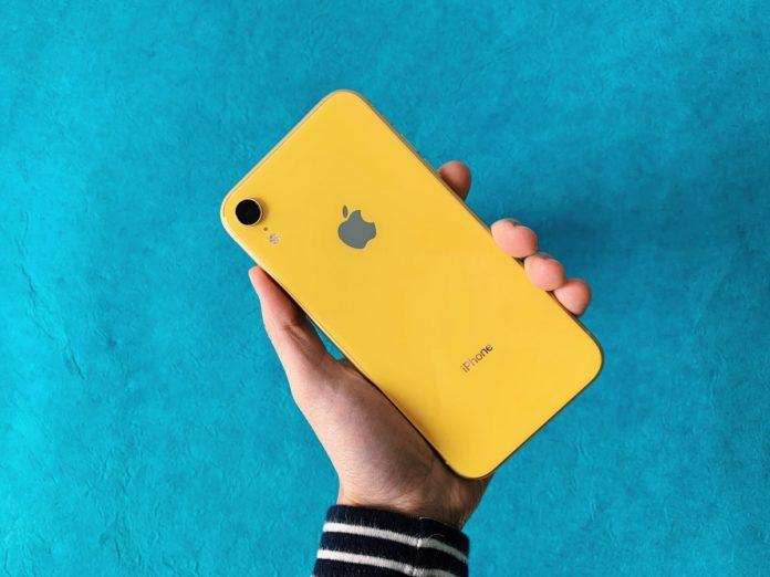 iPhone XR, vendite lente: Apple lo promuove con una notifica