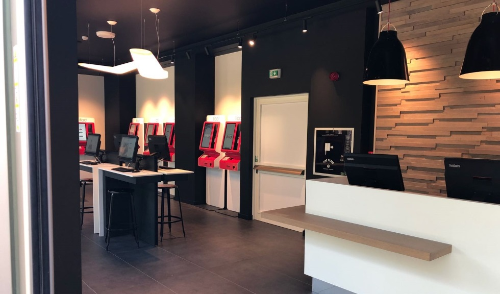Primo negozio Iliad a Napoli e nuove Simbox in 4 regioni
