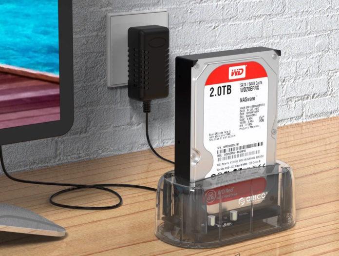 Dockingstation trasparente per unità SATA HDD e SSD da 2.5″/3.5″ a soli 13,59 euro
