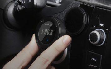 Trasmettitore FM per musica e chiamate nelle auto senza Aux in sconto a 16,99 euro
