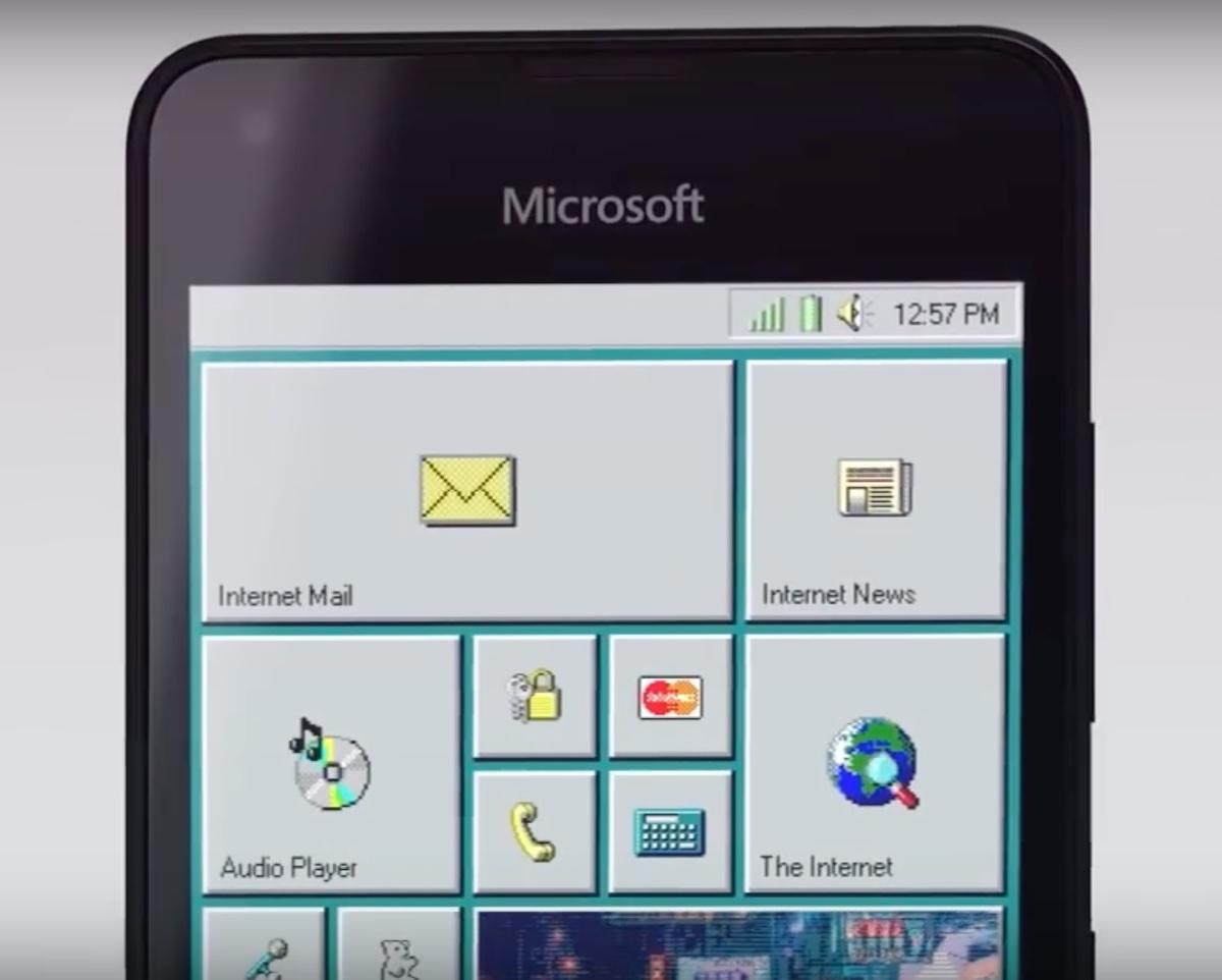 Windows 95 Mobile, come sarebbe la vita con uno smartphone Windows e Clippy