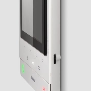 Legrand e B-Ticino a CES 2019: interruttori a comando vocale Alexa e citofono smart serie 100X