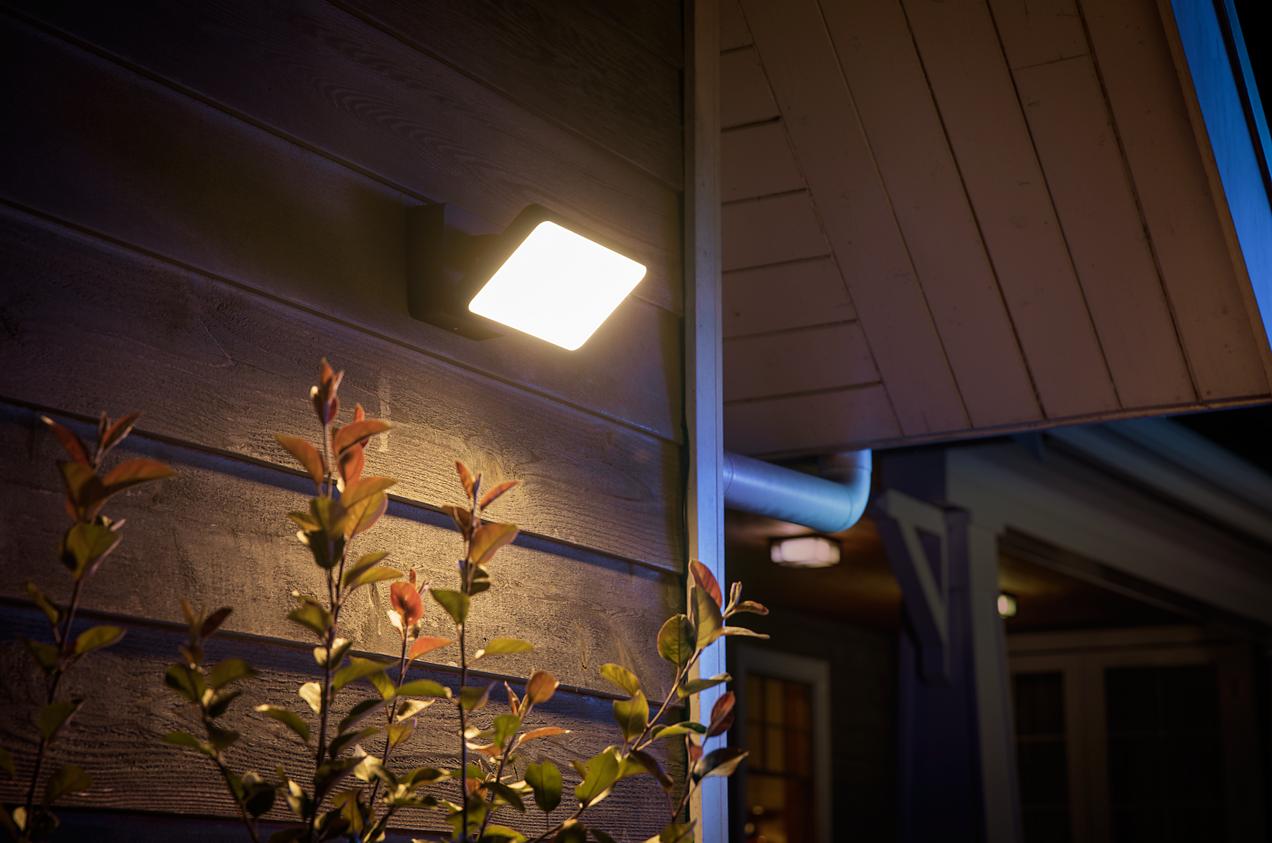 Plafoniera Con Sensore Incorporato : Al ces philips hue con sensore e lampade da esterno pronti