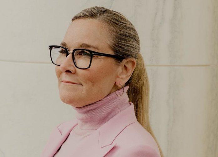 Angela Ahrendts e il successo dei punti vendita Apple come luoghi esperienziali