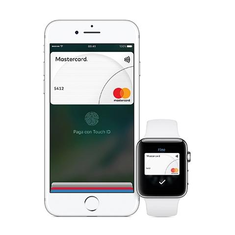 Con Apple Pay è possibile fare acquisti in modo facile e veloce grazie alla tecnologia contactless. Si può pagare con iPhone usando Face ID, Touch ID o con Apple Watch (basta preme due volte il tasto laterale e tenere il display dell'Apple Watch ad alcuni centimetri dal lettore contactless).