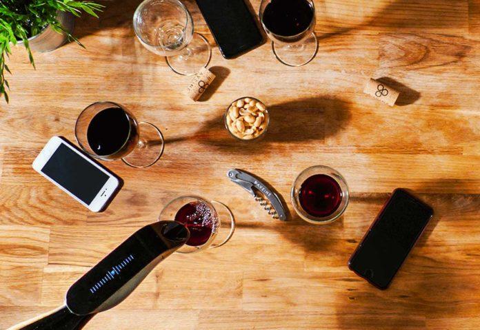 CES 2019: Ora in preodine Aveine, l'aeratore per vino connesso allo smartphone