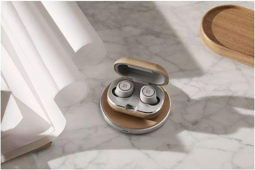 Bang & Olufsen batte Apple e lancia il case con ricarica wireless per i suoi AirPods