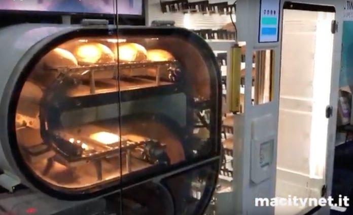 Al CES 2019 BreadBot, il fornaio robot che fa e vende il pane