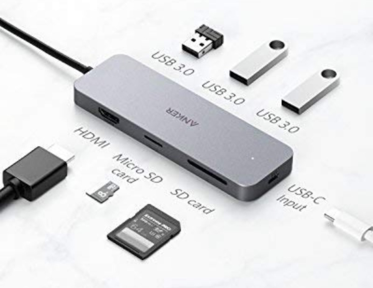 Hub USB-C con 7 prese e porta di ricarica passante in sconto a 47,99 euro