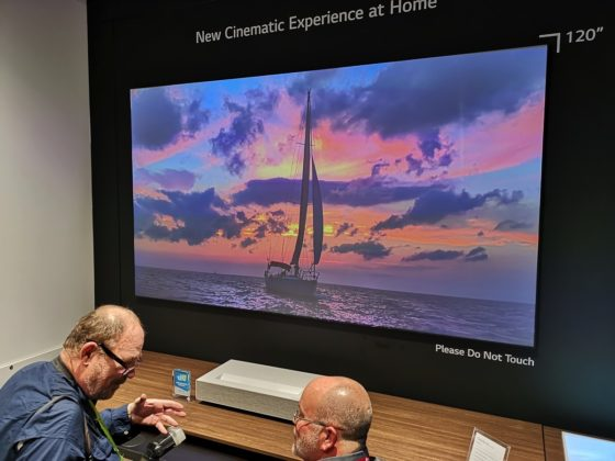 """CES 2019, LG HU8K è un nuovo videoproiettore 4K con tecnologia """"a tiro corto"""""""