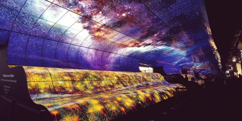 """CES 2019, la """"cascata"""" di colore di LG in una stupefacente installazione"""