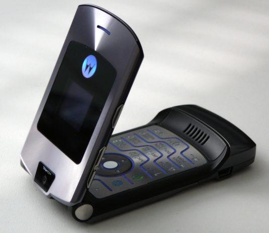Motorola Razr, il mito dei telefonini a conchiglia tornerà come smartphone pieghevole