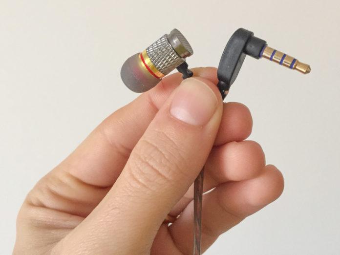 Recensione QKZ DM6, gli auricolari in-ear con filo e spina jack angolata