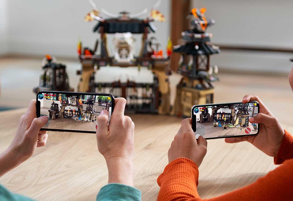Le app AR possono integrare esperienze condivise e realtà aumentata persistente, offrendo agli utenti la possibilità di gestire/visualizzare oggetti virtuali nel mondo reale.