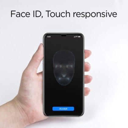 Da Spigen il vetro temperato per iPhone XS quasi senza cornici