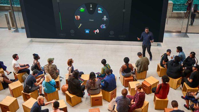 Le sessioni 'Lab' vengono ospitate nel Forum, cuore dello store che funge da luogo di aggregazione per i partecipanti e da sede per le attività di